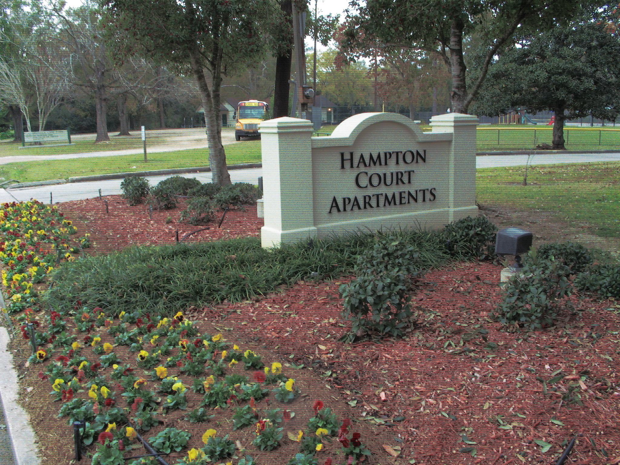 Apartments Near Louisiana Hampton Court Apartments for Louisiana Students in , LA