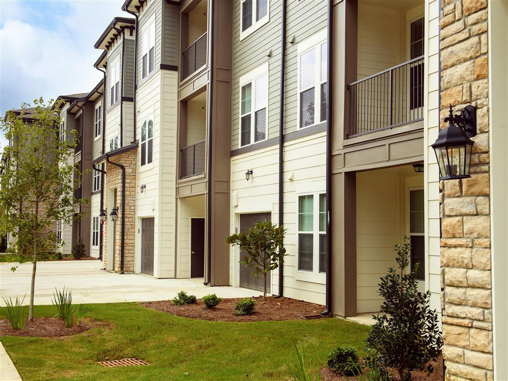 Apartments Near LSU Tapestry Long Farm for Louisiana State University Students in Baton Rouge, LA