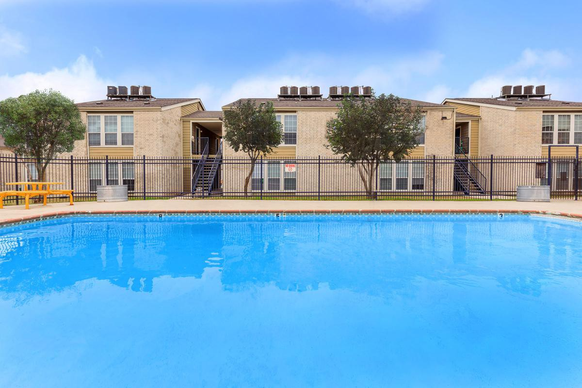 Hilltop Oaks Apartments photo