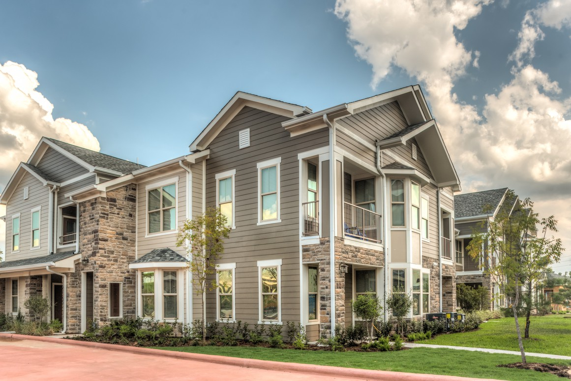 The Pointe at West Lake rental