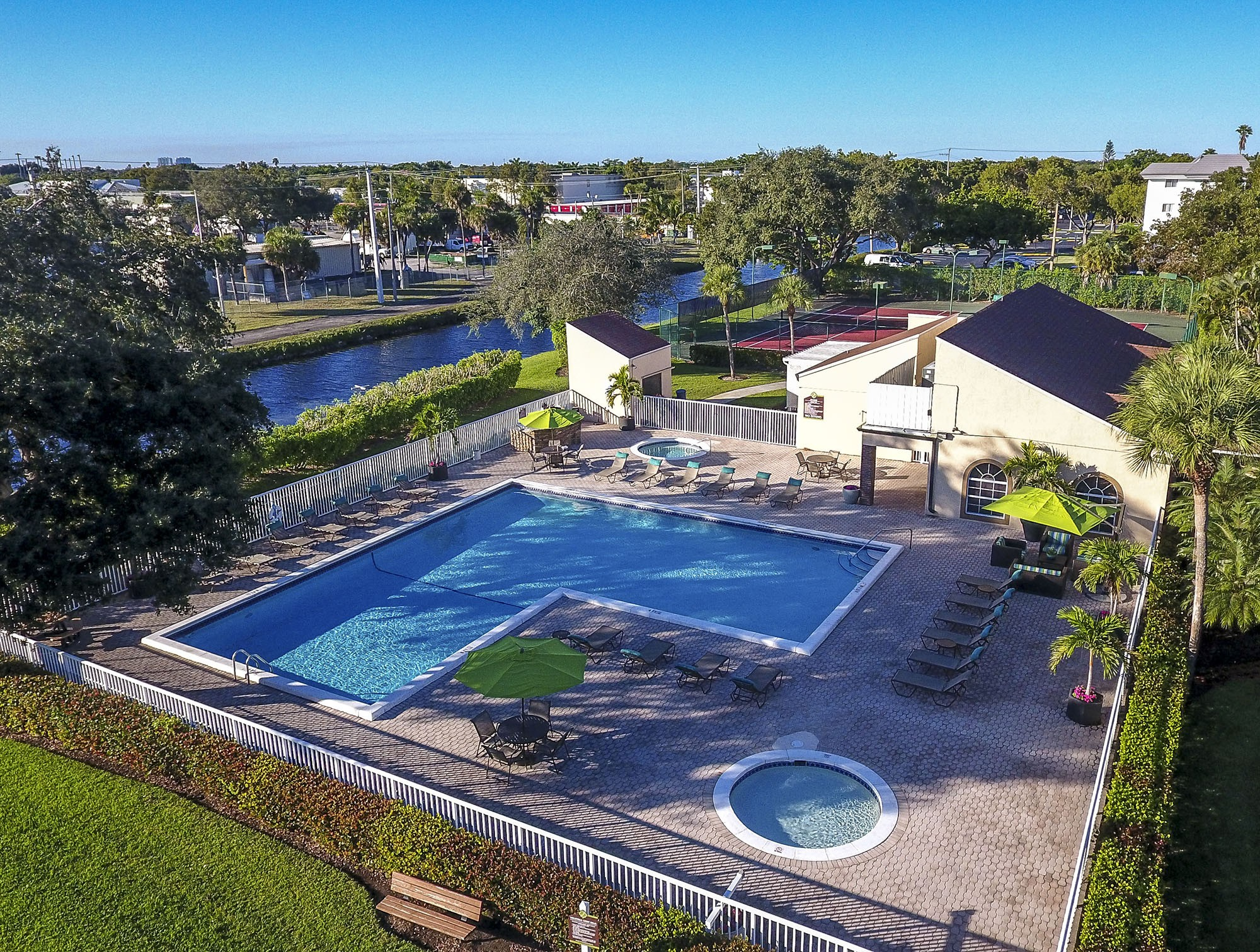 Apartments Near AIU South Florida Jacaranda Village At Plantation for American Intercontinental University Students in Weston, FL