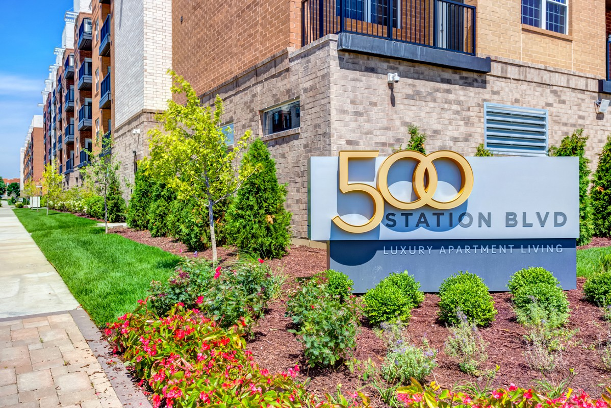Apartments Near Aurora 500 Station for Aurora University Students in Aurora, IL
