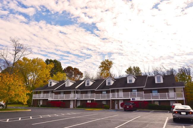 Tallmadge Pointe Apartments photo