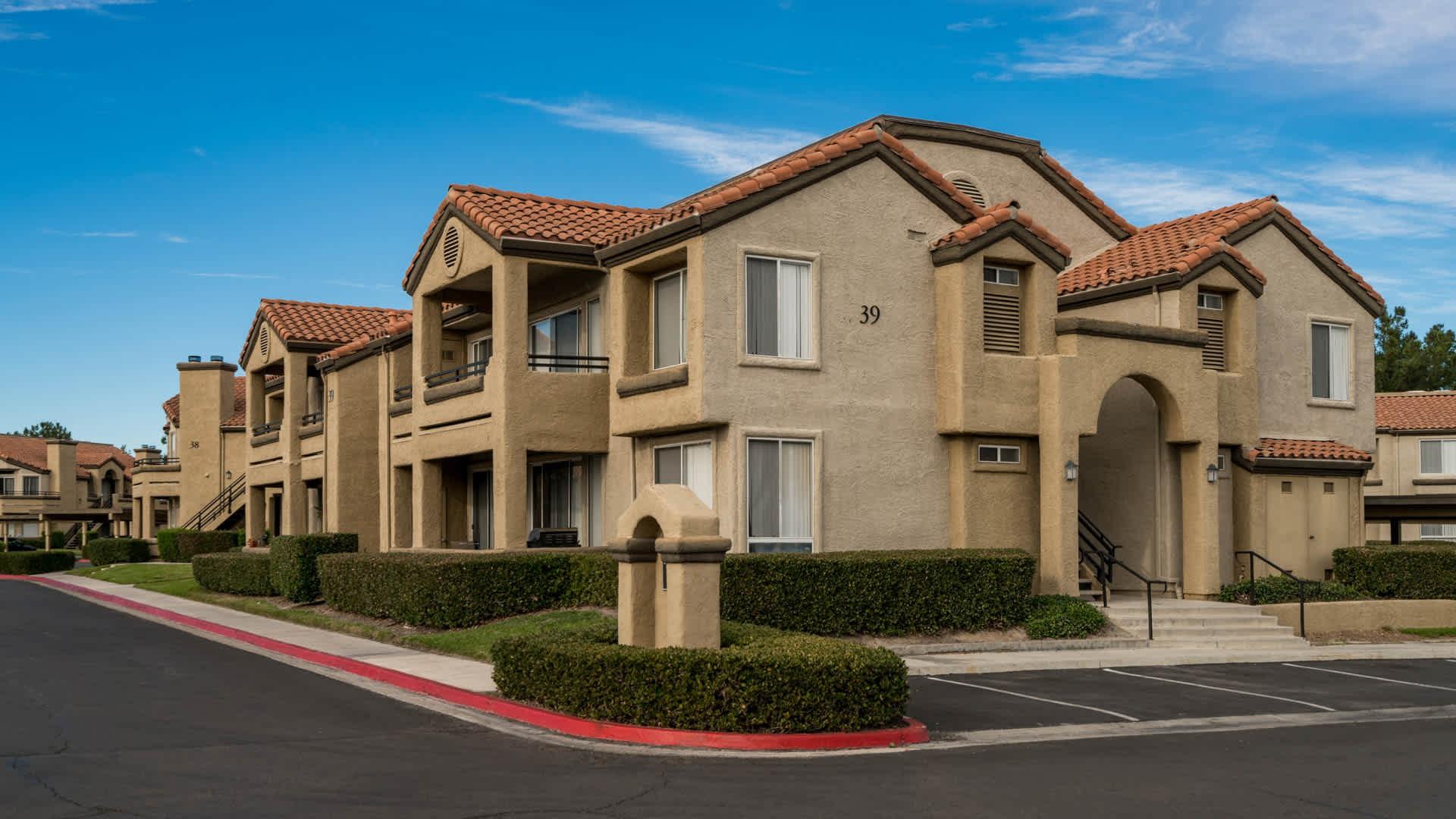 Apartments Near Saddleback Vista Del Lago for Saddleback College Students in Mission Viejo, CA