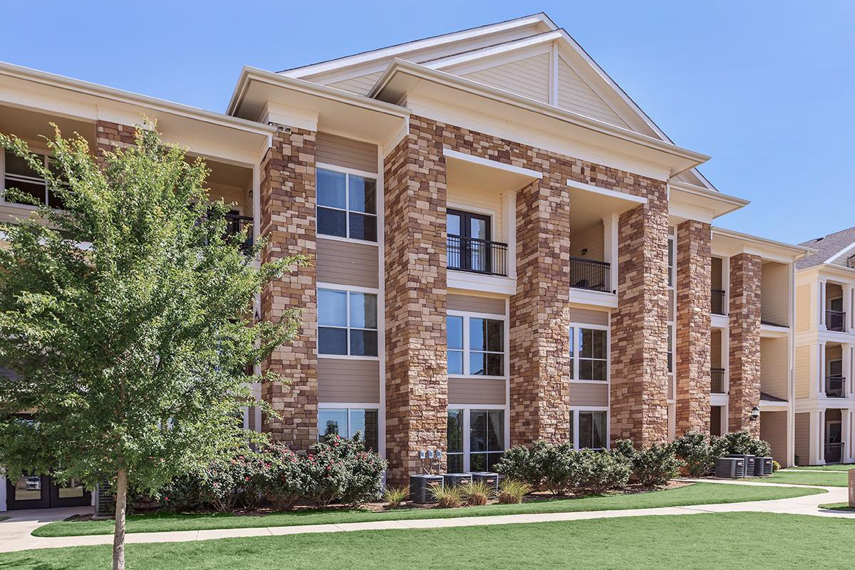 Apartments Near TTUHSC 55+ Adult Community - Emory Senior Living Apartments for Texas Tech University Health Sciences Center Students in Lubbock, TX