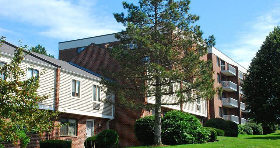 Apartments Near Anna Maria Stratton Hill Park for Anna Maria College Students in Paxton, MA