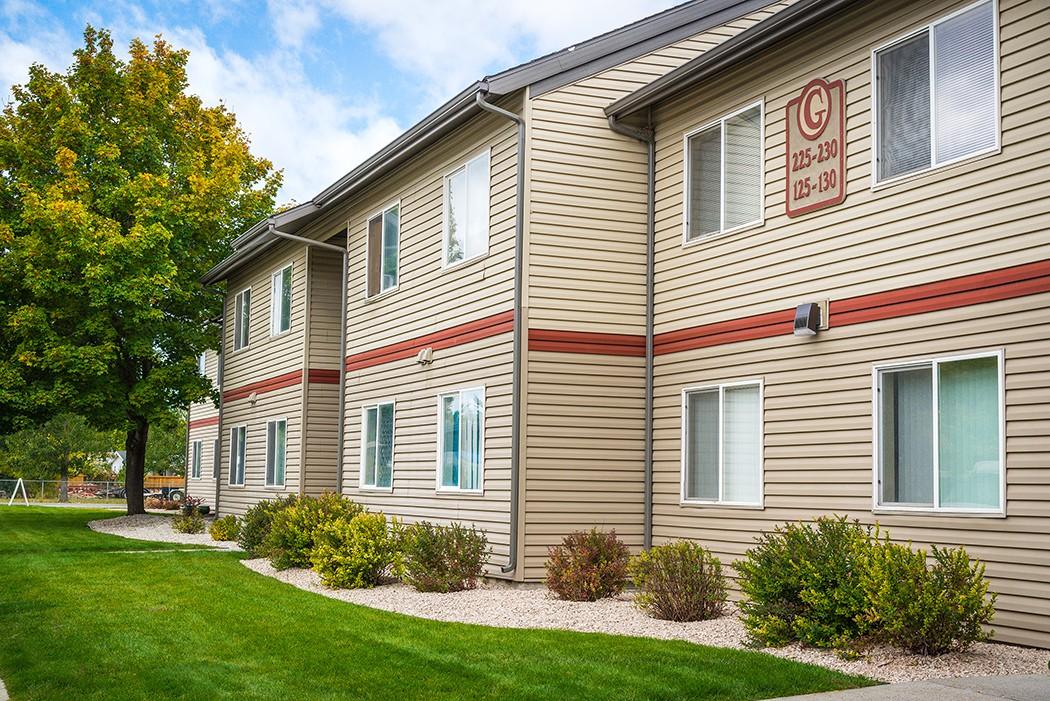 Apartments Near Billings Brush Meadows - Affordable Housing for Billings Students in Billings, MT