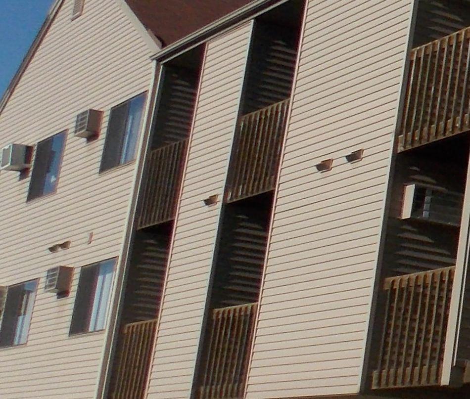 Apartments Near University of Iowa 522 South Clinton St for University of Iowa Students in Iowa City, IA