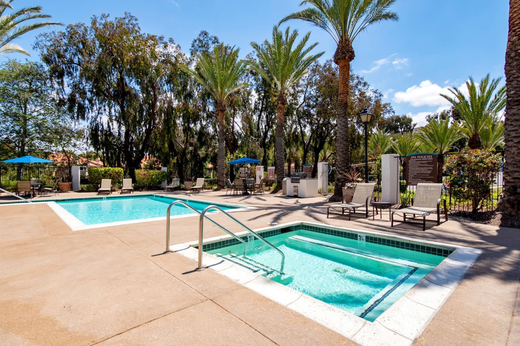 Apartments Near MiraCosta Sunset View for Mira Costa College Students in Oceanside, CA