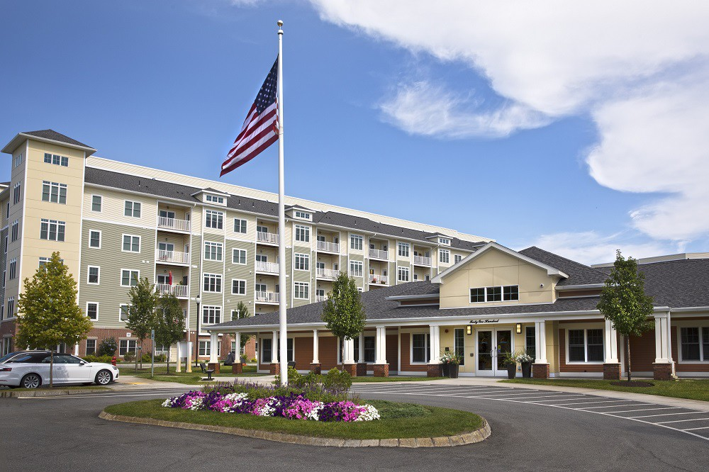 Apartments Near Stonehill Axis at Lakeshore for Stonehill College Students in Easton, MA
