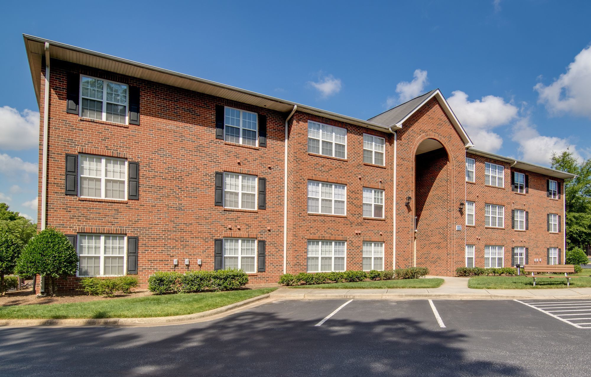 Apartments Near HPU Swathmore Court for High Point University Students in High Point, NC