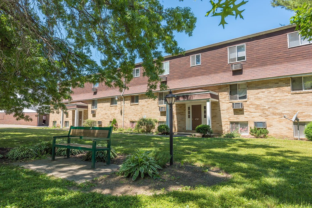 Apartments Near Ohio Lake Cable Village Apartments for Ohio Students in , OH