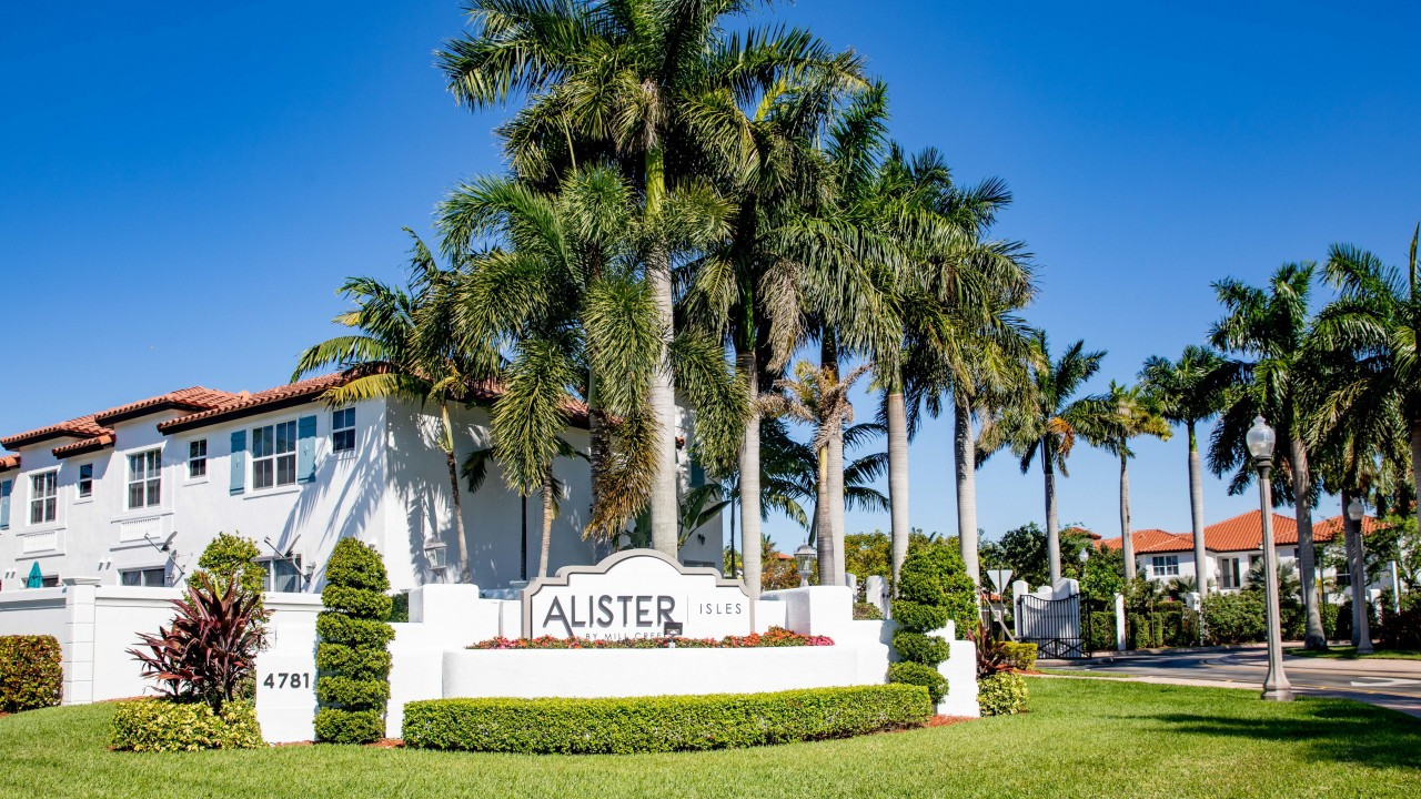 Apartments Near AIU South Florida Alister Isles for American Intercontinental University Students in Weston, FL