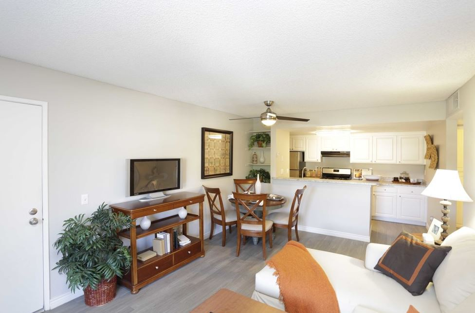 GRAND APARTMENTS ON LINDLEY for rent
