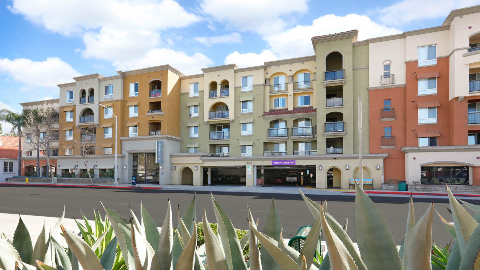 Apartments Near Fullerton College City Pointe for Fullerton College Students in Fullerton, CA