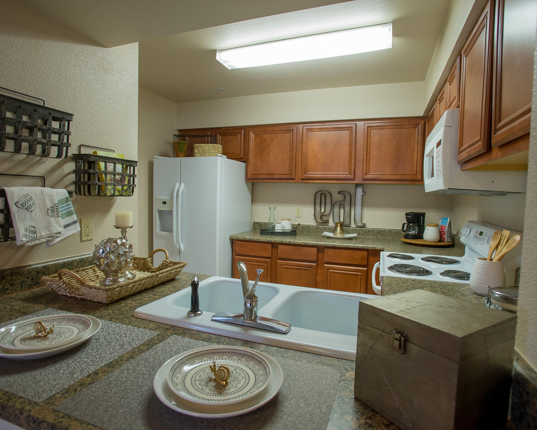 Apartments Near Heritage College-Wichita Villas of Waterford for Heritage College-Wichita Students in Wichita, KS