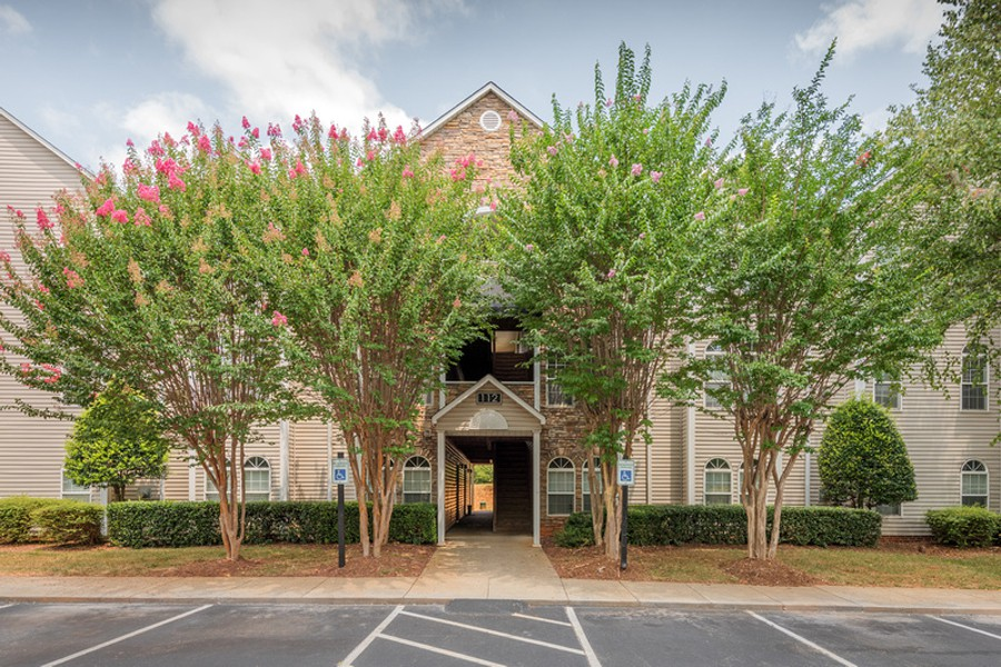 22 Apartments in Greensboro, NC (AVAIL now)