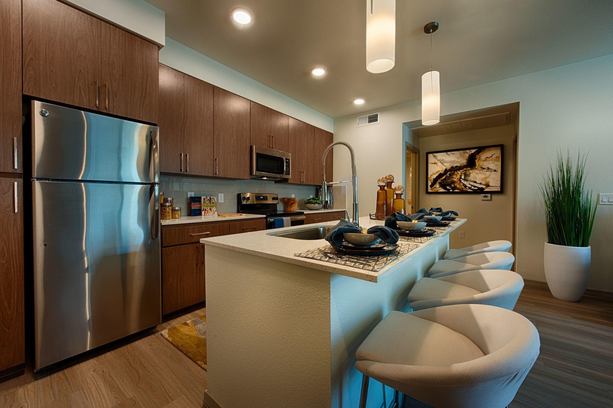 Apartments Near Thunderbird Elevation Plaza Del Rio for Thunderbird School of Global Management Students in Glendale, AZ