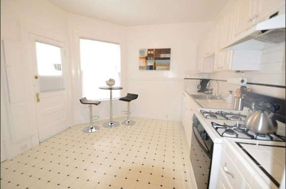 500 BARTLETT Apartments & Suites