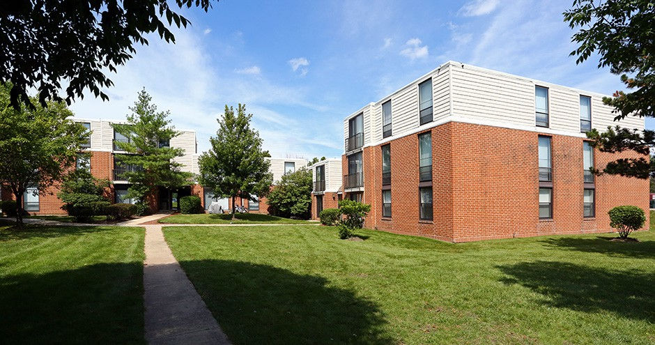 Apartments Near Ai-Schaumburg Legend Park Apartments for The Illinois Institute of Art-Schaumburg Students in Schaumburg, IL