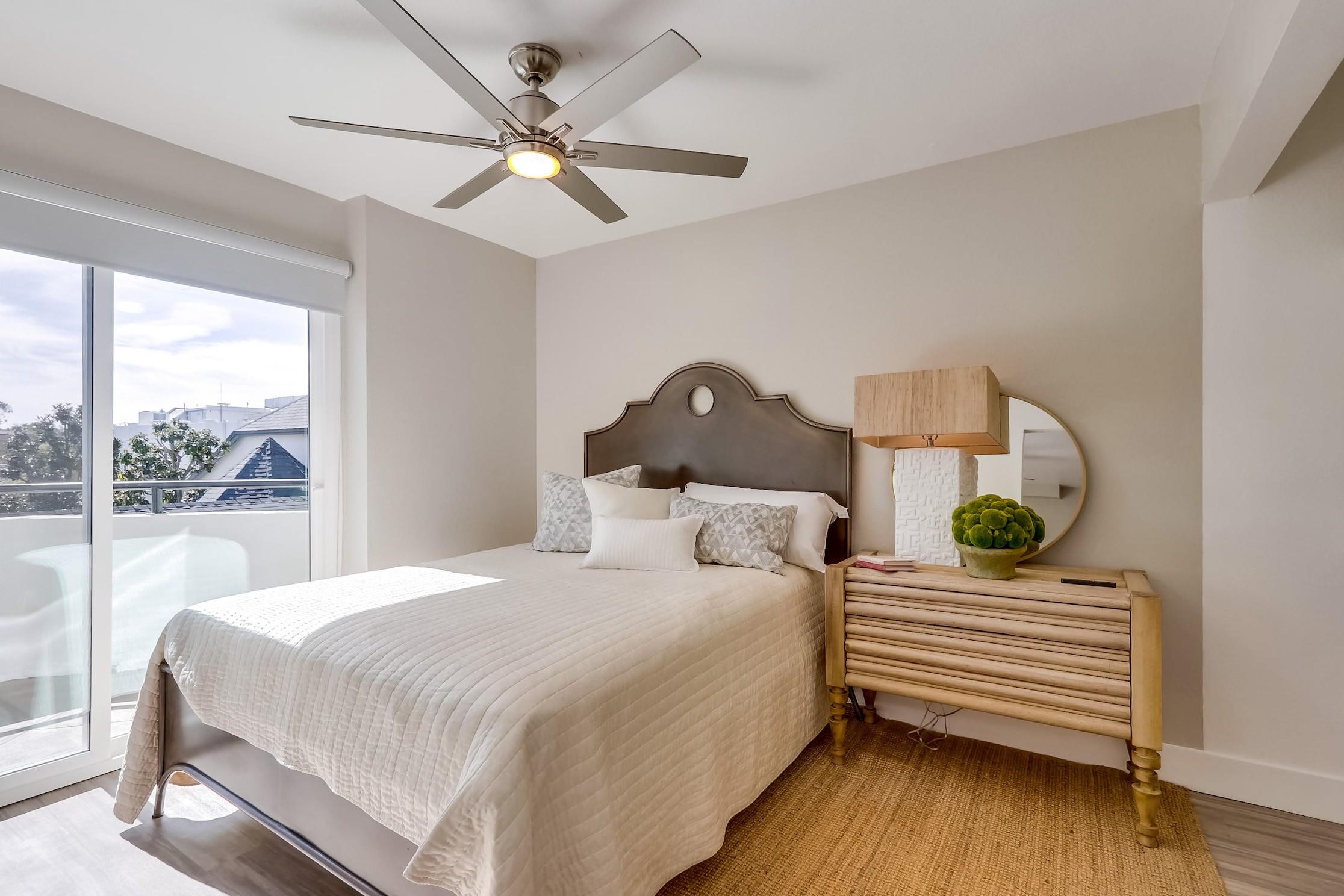 Live at Harbor Cove Apartment Homes