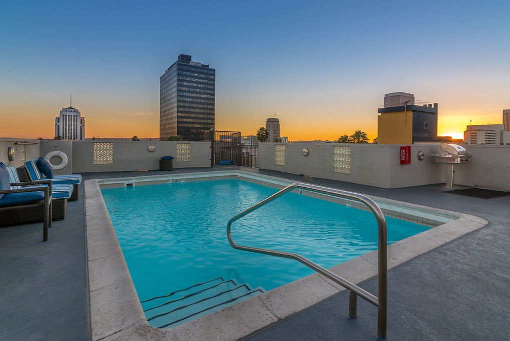 Essex Properties at Miracle Mile photo
