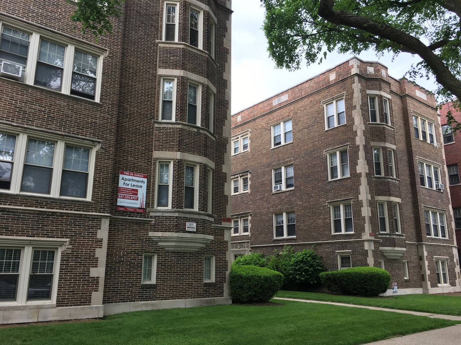 Apartments Near Estelle Skin Care and Spa Institute 930-36 Judson Ave for Estelle Skin Care and Spa Institute Students in Skokie, IL