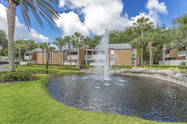 UCF Apartments Under $900 | College Student Apartments