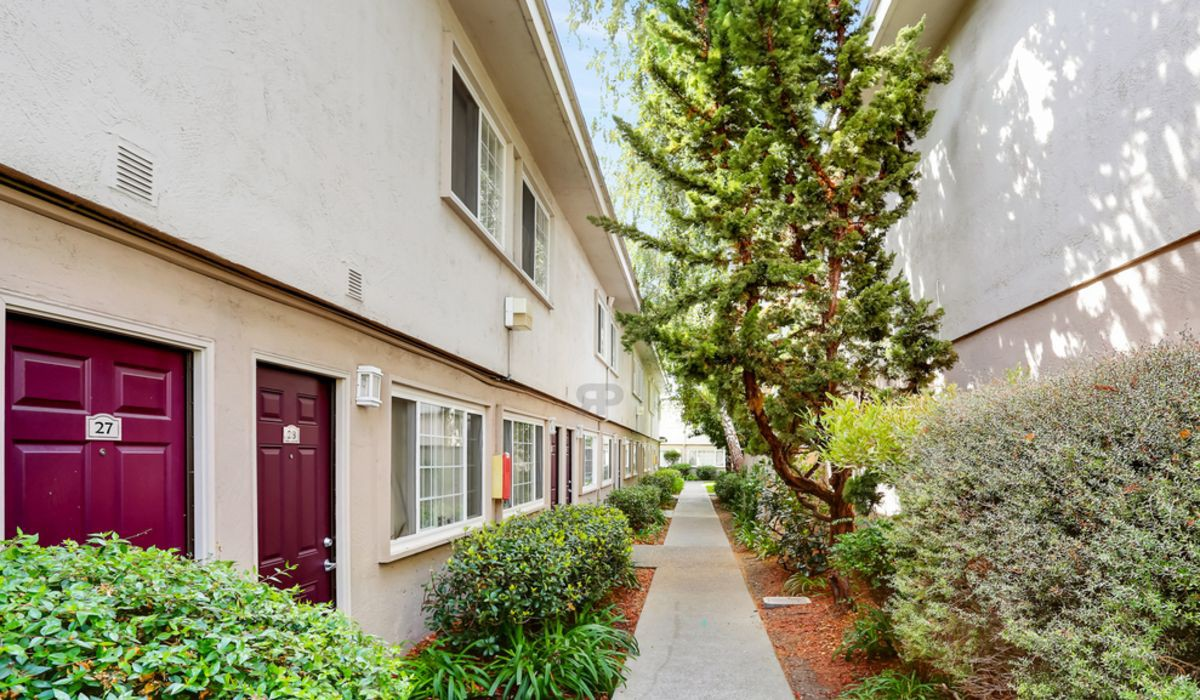 Apartments Near Chabot Whitman Villa for Chabot College Students in Hayward, CA