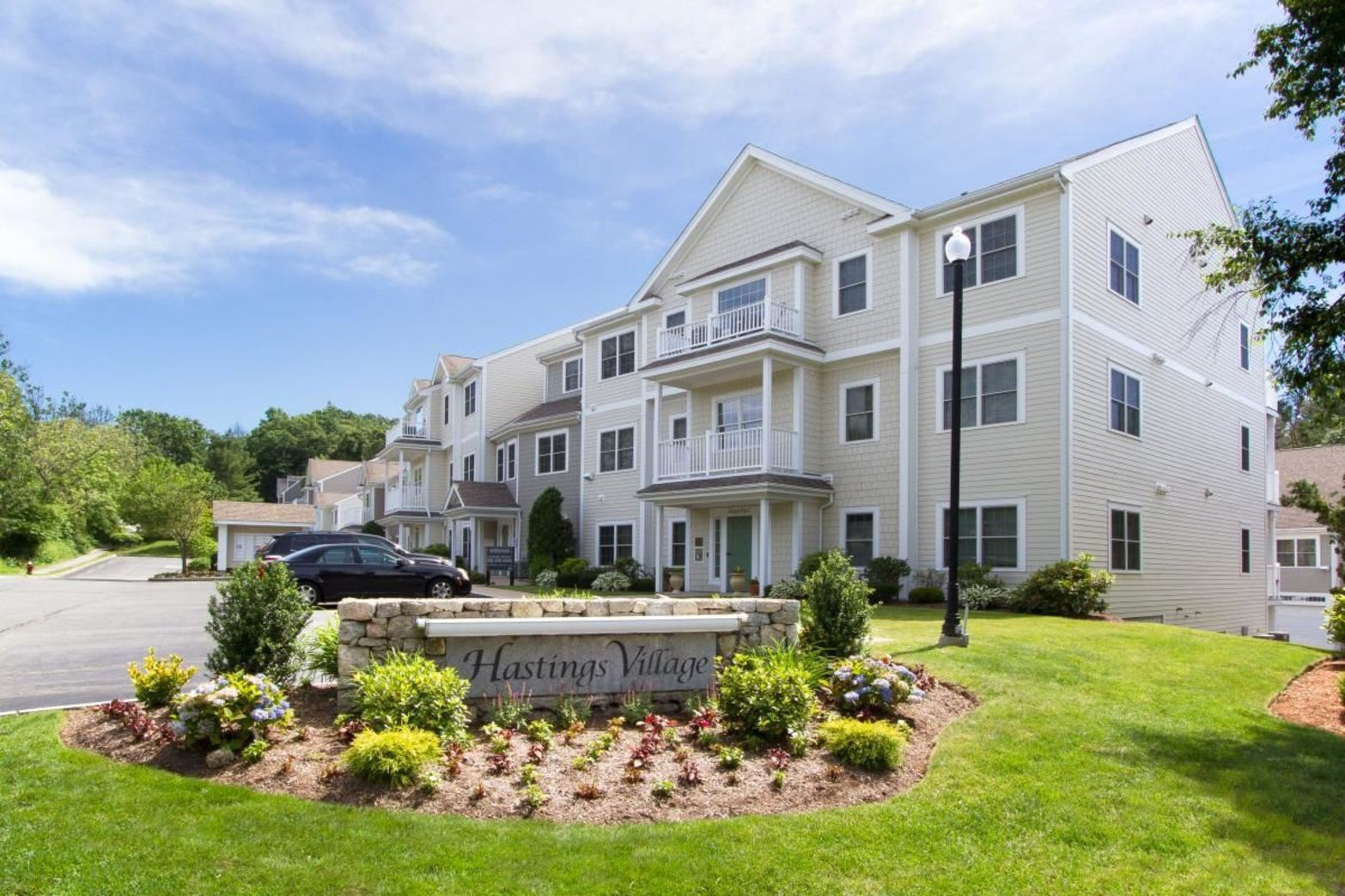 Apartments Near Babson Hastings Village for Babson College Students in Wellesley, MA