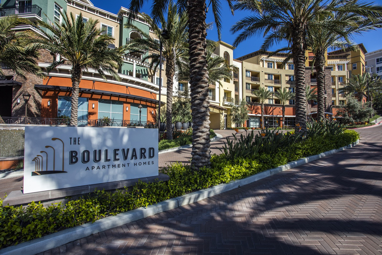 Apartments Near Cal State Northridge The Boulevard for Cal State Northridge Students in Northridge, CA