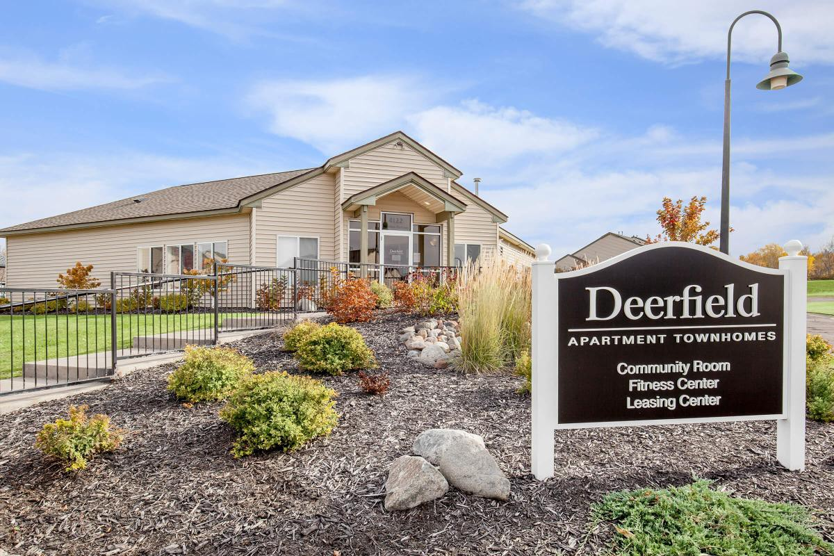 Apartments Near UMD Deerfield Townhomes for University of Minnesota-Duluth Students in Duluth, MN
