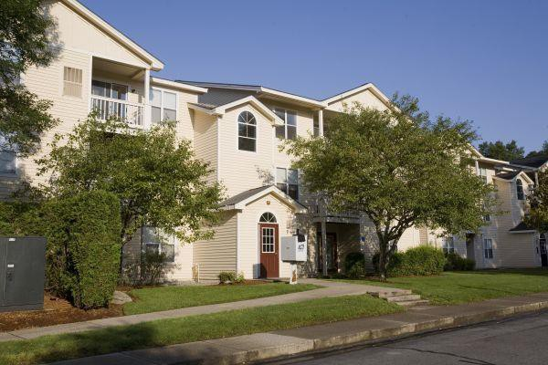 Apartments Near Stonehill Woodfield Commons for Stonehill College Students in Easton, MA