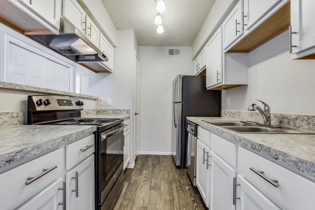 Apartments Near UT Arlington Woodbridge for University of Texas at Arlington Students in Arlington, TX