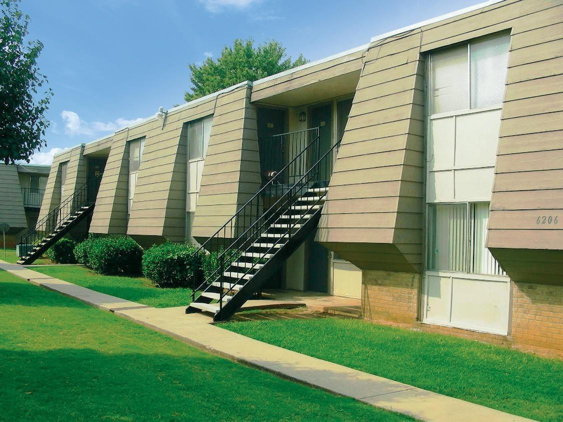 Apartments Near So-Naz Chelsea Manor Apartments for Southern Nazarene University Students in Bethany, OK