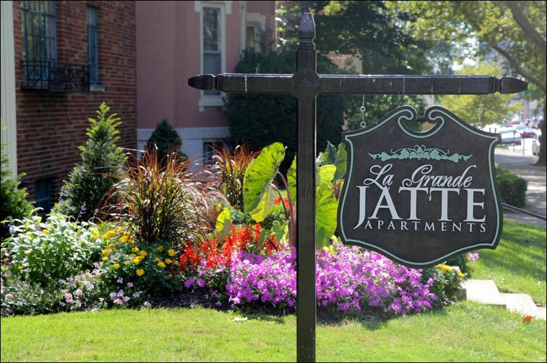 LaGrande Jatte Apartments