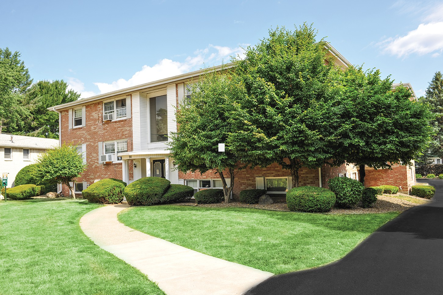 Apartments Near Hilbert Green Lake Apartments & Townhomes for Hilbert College Students in Hamburg, NY