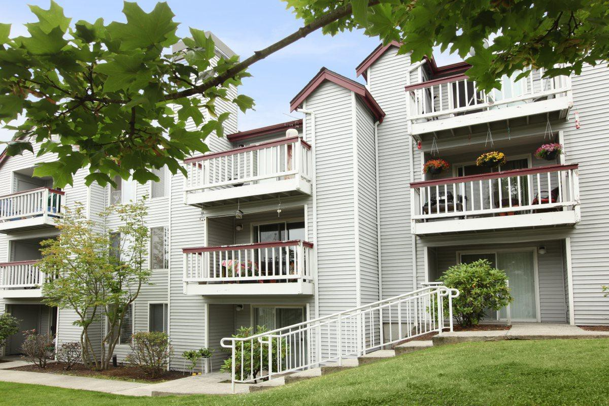 Apartments Near Green River Wellington Place for Green River Community College Students in Auburn, WA