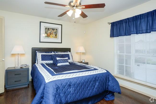 Residence at Garden Oaks