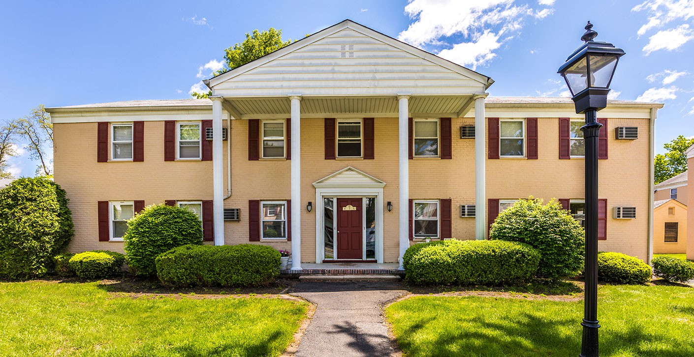 Apartments Near CSE Franklin Manor for College of Saint Elizabeth Students in Morristown, NJ