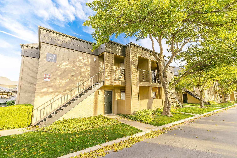 Oasis Apartments, Dallas - (see pics & AVAIL)