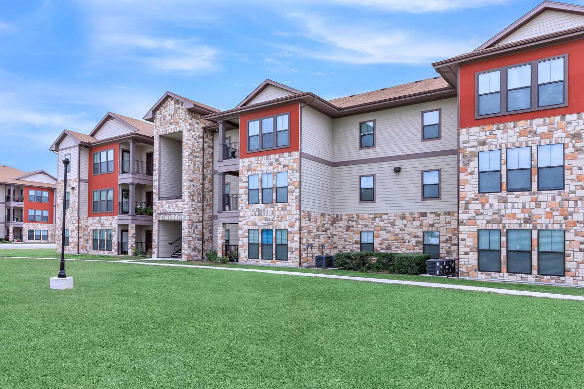 Apartments Near South Texas Vo-Tech Institute Bella Vista for South Texas Vo-Tech Institute Students in Weslaco, TX