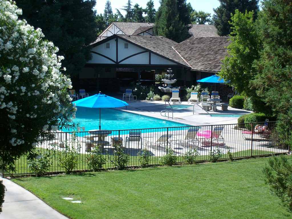 17 Apartments in Fresno, CA (AVAIL now)