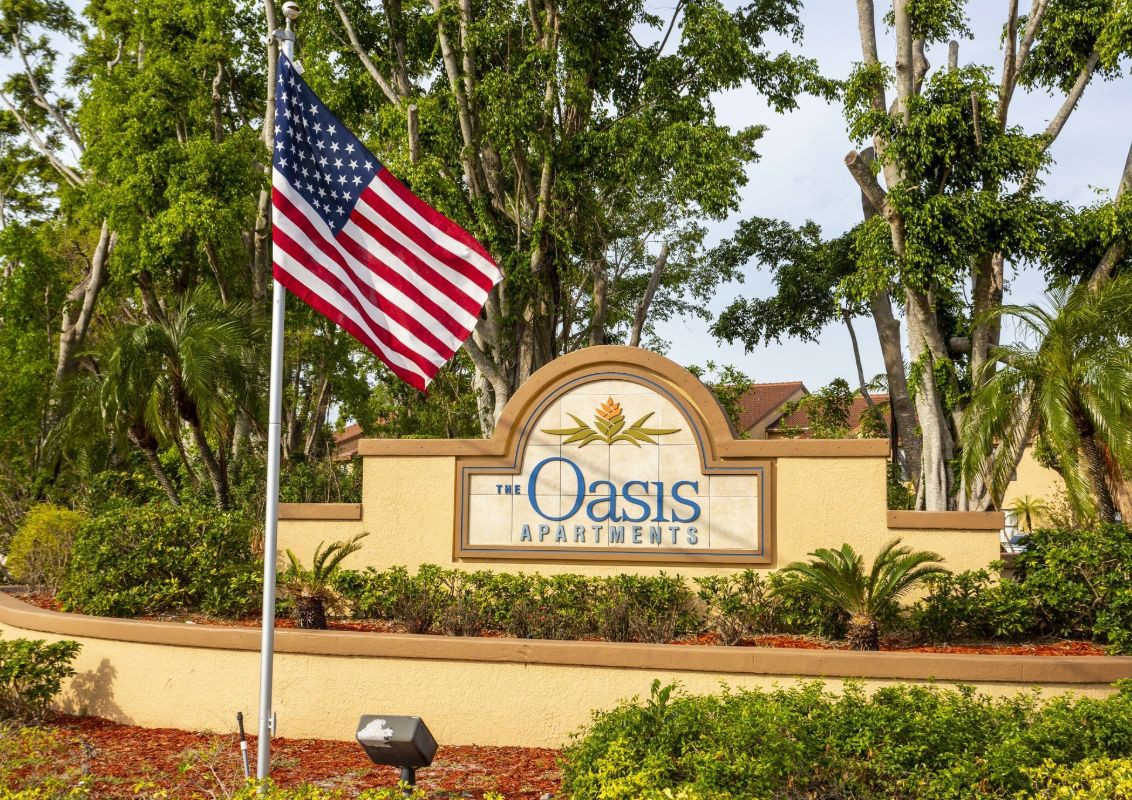 Live at Oasis Naples