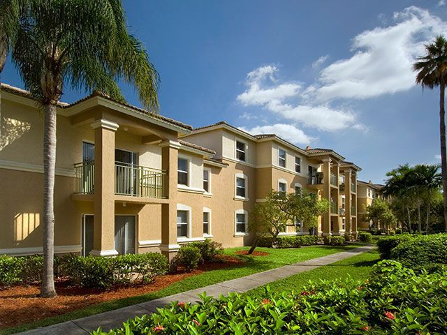 Apartments Near AIU South Florida Pembroke Pines Landings for American Intercontinental University Students in Weston, FL