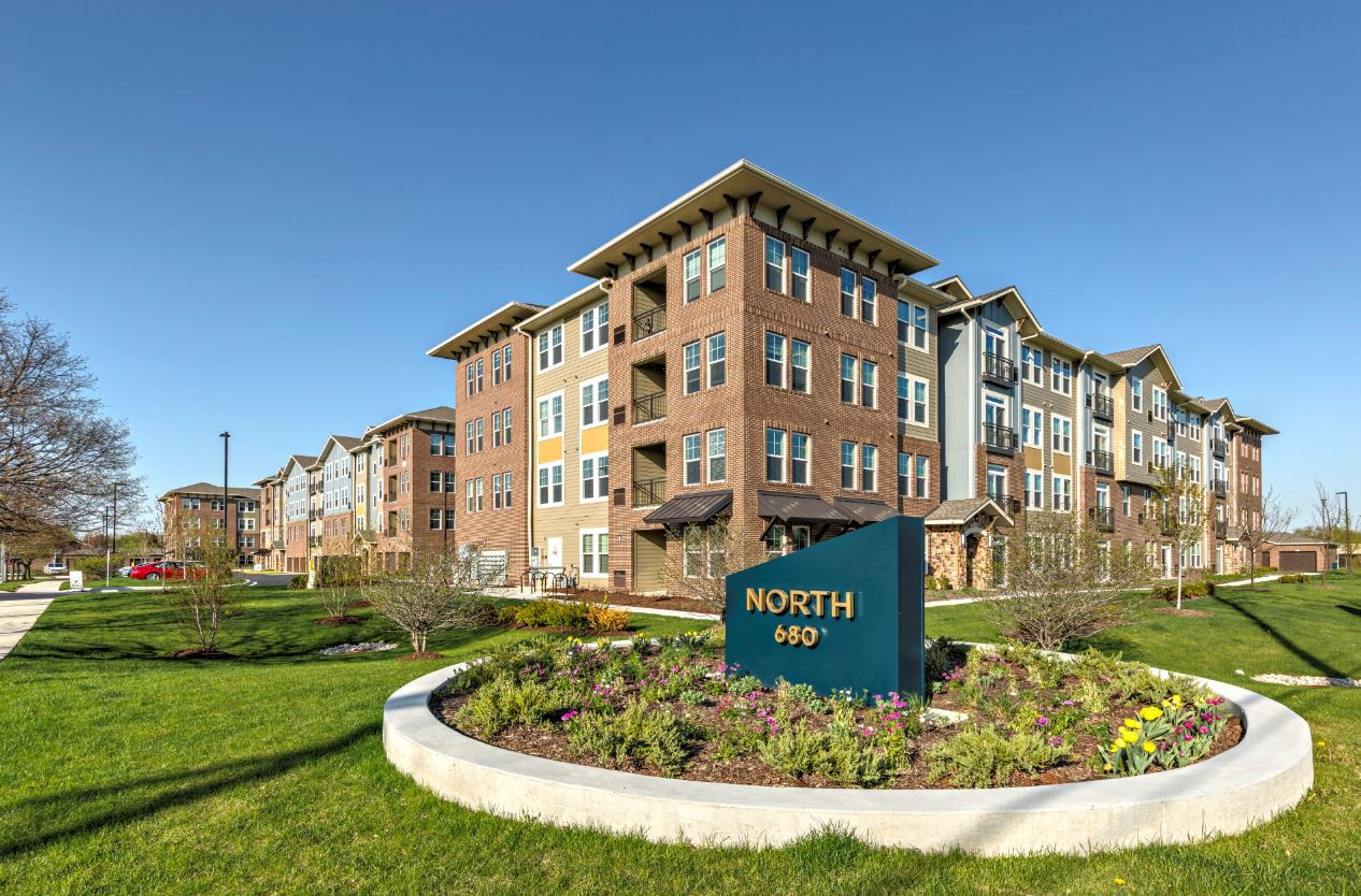 Apartments Near AIU Online North 680 for American Intercontinental University Online Students in Hoffman Estates, IL