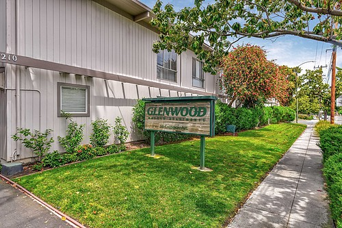 Apartments Near Foothill Glenwood Garden for Foothill College Students in Los Altos Hills, CA