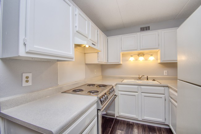Apartments Near SMU Paradise Gardens for Southern Methodist University Students in Dallas, TX
