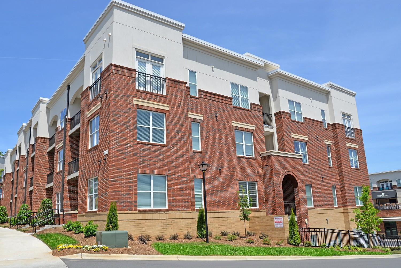 Apartments Near Belmont Abbey Morehead West for Belmont Abbey College Students in Belmont, NC