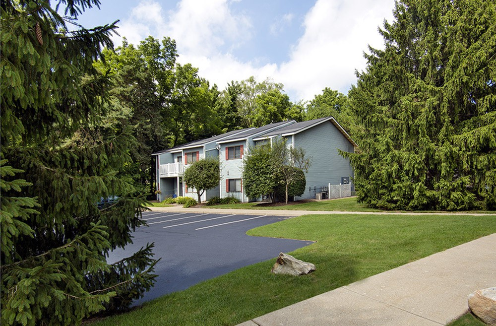 Apartments Near Hope Spring Brook for Hope College Students in Holland, MI